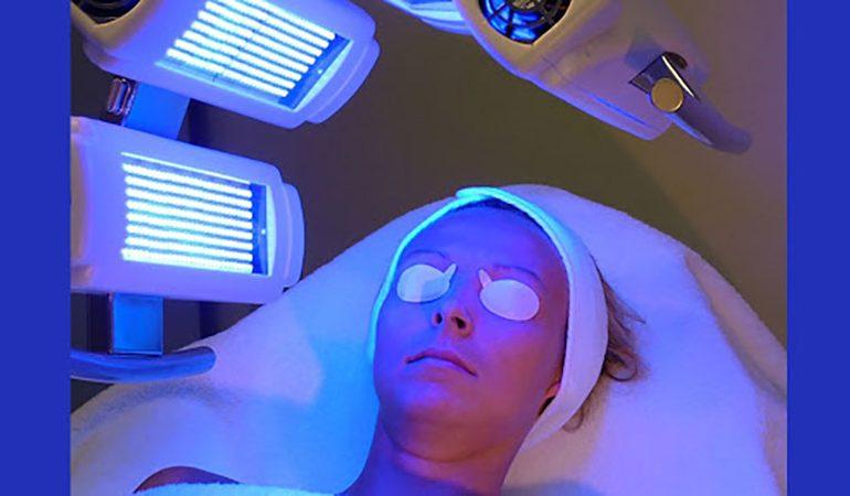 نور درمانی و تاثیر بر زیبایی در مرکز لیزر موهایزائد اصفهان دکتر حاجیان
